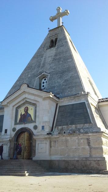 13 Пирамидальный храм на братском кладбище