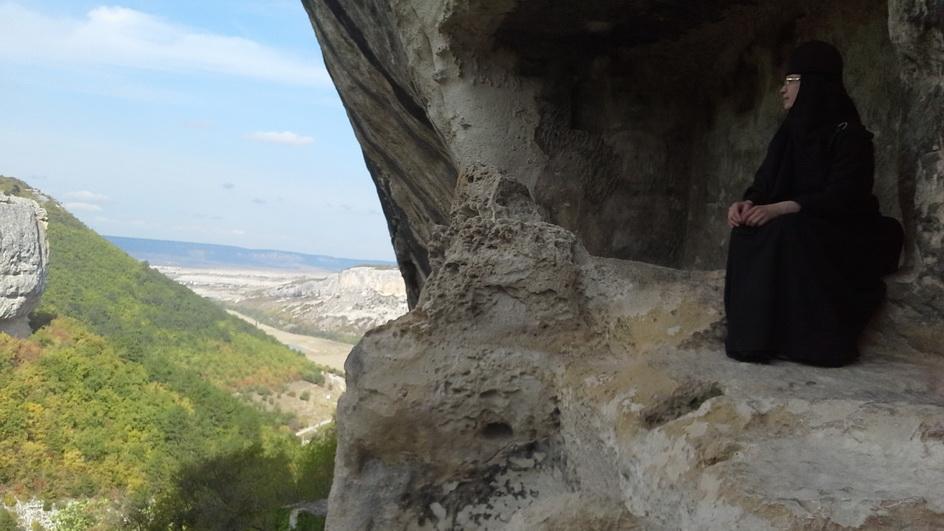 33 Келья-пещера