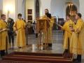 архидьякон Иннокентий читает Евангелие