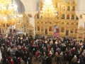 Храм полон молящимися