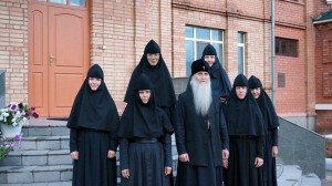 Владыка Евстафий с сестрами обители
