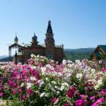Храм в цветах